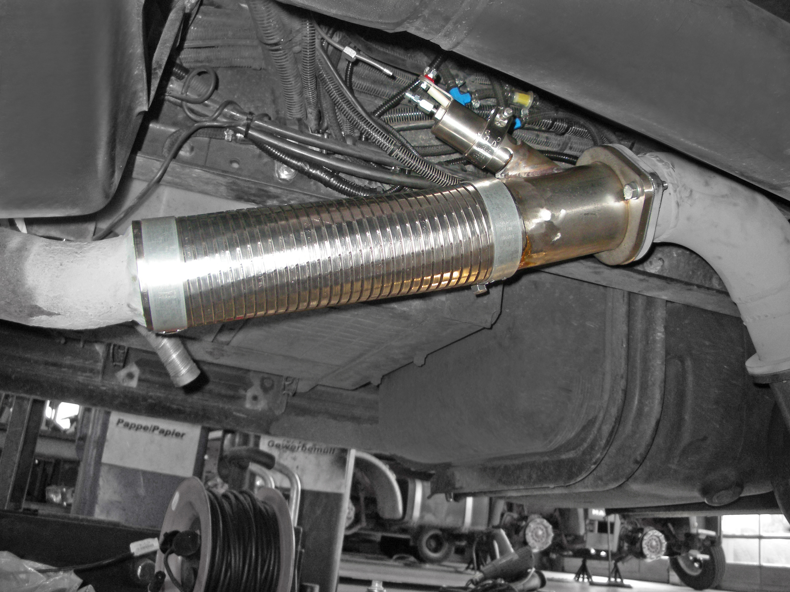 MAN L2000 tank truck installation detail